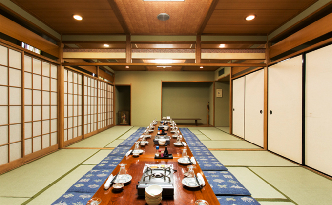 A banquet room for group tourists